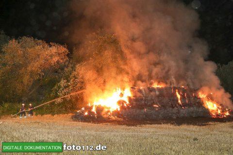 Eichwaldstr-brennt-Strohlager-001