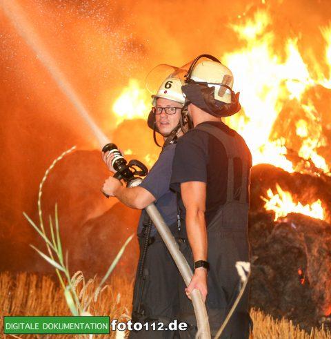 Eichwaldstr-brennt-Strohlager-003