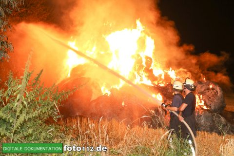 Eichwaldstr-brennt-Strohlager-005