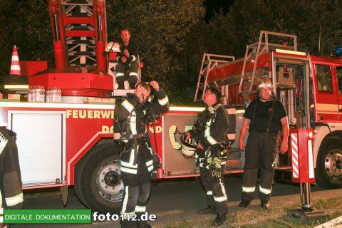 Eichwaldstr-brennt-Strohlager-006