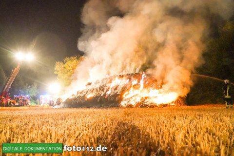 Eichwaldstr-brennt-Strohlager-Sony-002