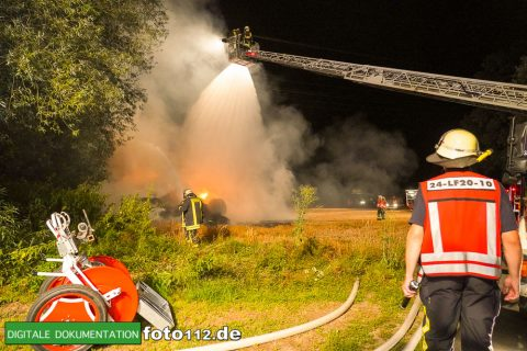 Eichwaldstr-brennt-Strohlager-Sony-004