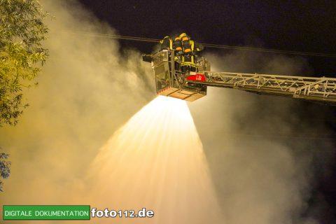 Eichwaldstr-brennt-Strohlager-Sony-005