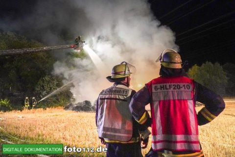 Eichwaldstr-brennt-Strohlager-Sony-008
