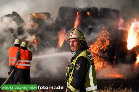 Eichwaldstr-brennt-Strohlager-Sony-011