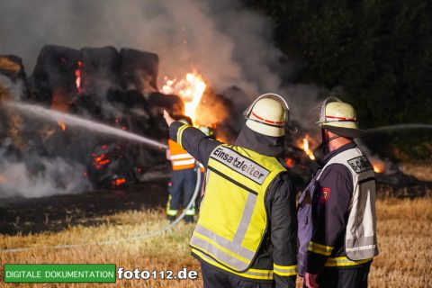Eichwaldstr-brennt-Strohlager-Sony-012