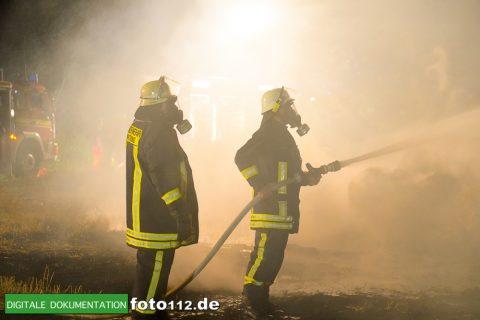 Eichwaldstr-brennt-Strohlager-Sony-013