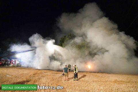 Eichwaldstr-brennt-Strohlager-Sony-014