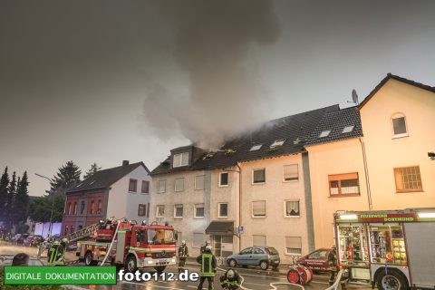 Provinzialstr.-Dachstuhlbrand-002Nacht