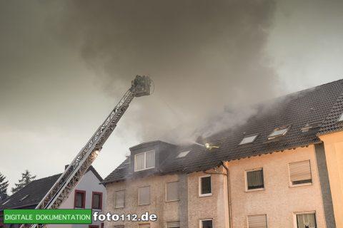 Provinzialstr.-Dachstuhlbrand-003Nacht