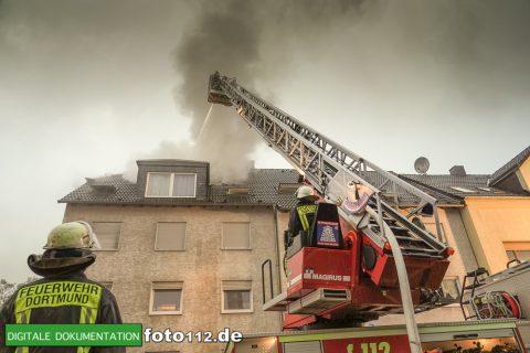 Provinzialstr.-Dachstuhlbrand-006Nacht