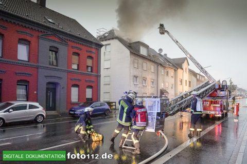 Provinzialstr.-Dachstuhlbrand-007Nacht