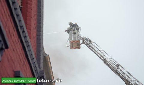 Provinzialstr.-Dachstuhlbrand-012Nacht