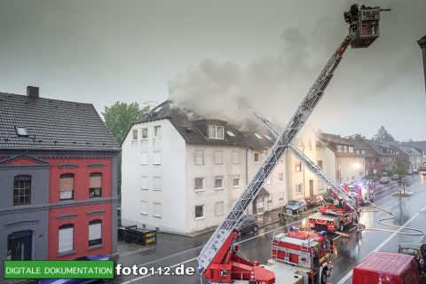 Provinzialstr.-Dachstuhlbrand-017Nacht