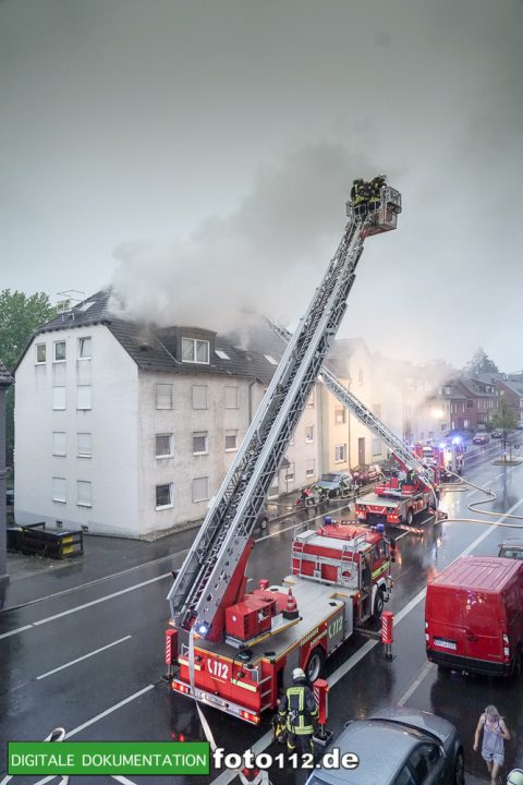 Provinzialstr.-Dachstuhlbrand-018Nacht