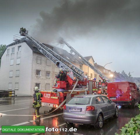 Provinzialstr.-Dachstuhlbrand-019Nacht