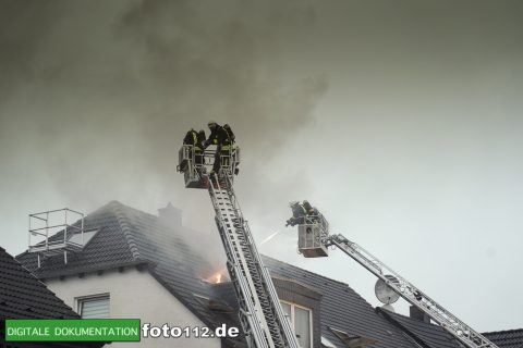 Provinzialstr.-Dachstuhlbrand-024Nacht