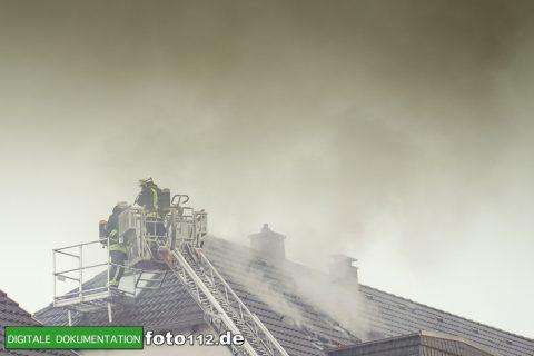 Provinzialstr.-Dachstuhlbrand-025Nacht
