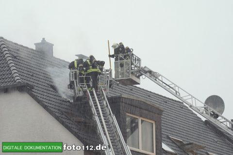Provinzialstr.-Dachstuhlbrand-027Nacht