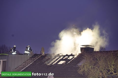 Immanuel-Kant-Straße-Dachstuhlbrand-023
