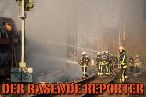 PKW-brennen-auf-Zug-008